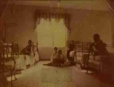 Μαθήτριες σε κοιτώνα