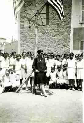 Ομαδική φωτογραφία με την γυμνάστρια Ευγενία Παρίση