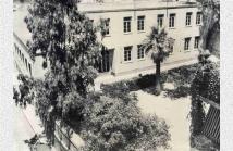 Η αυλή του σχολείου από το 1937