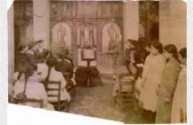 Μαθήτριες στην εκκλησία του σχολείου