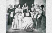 Μαθήτριες του σχολείου,αργότερα κυρίες επί των τιμών της βασίλισσας Αμαλίας.