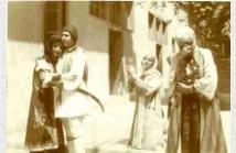 Από θεατρική παράσταση: Ο χορός του Ζαλόγγου